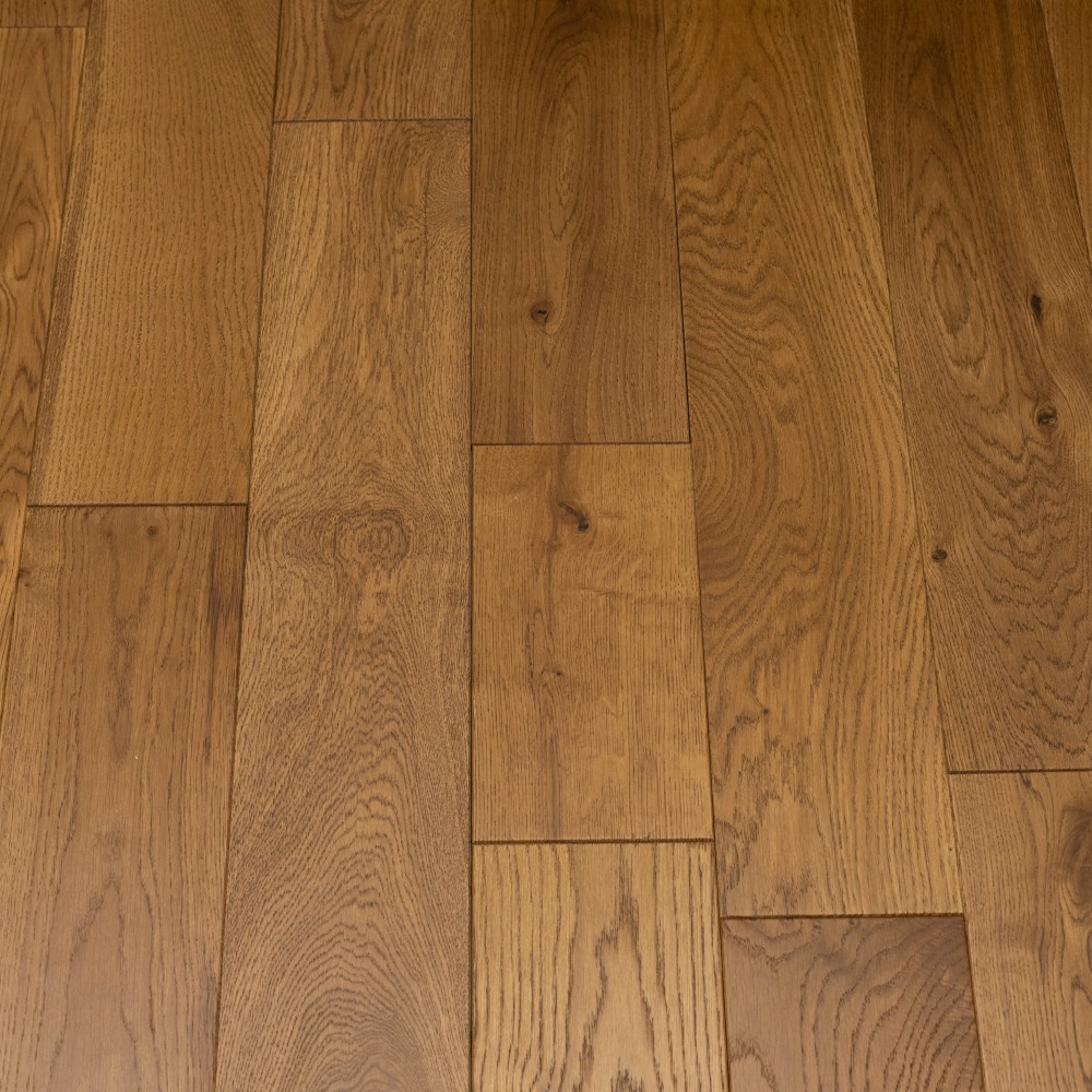 Golden Oak Brushed And Lacquered 125mm, 14mm Thick Laminate Flooring