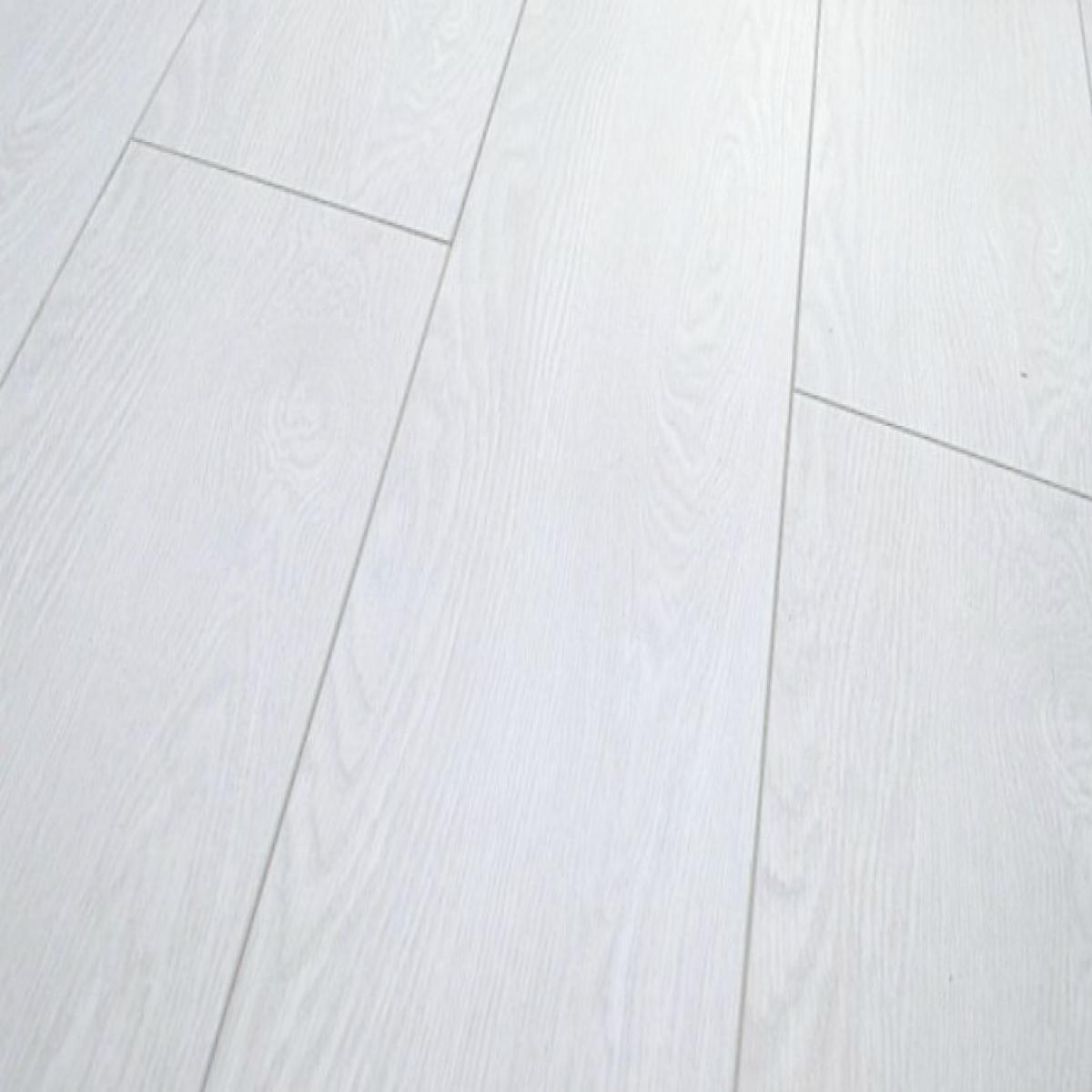 Vintage Pure White Laminate Flooring 12mm V Groove
